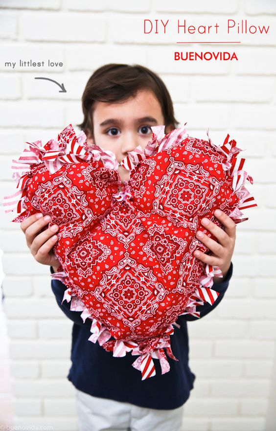 DIY Heart Pillow copyright danabueno http://buenovida.com