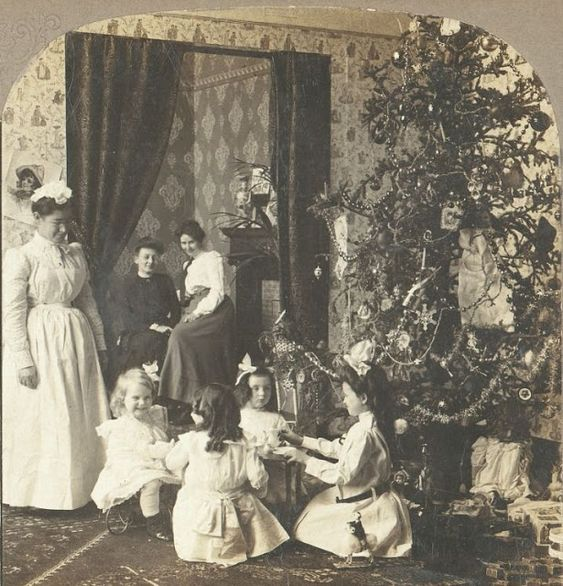 vintage everyday: Lovely Vintage Photos Show How Children Celebrated Christmas More Than 100 Years Ago
