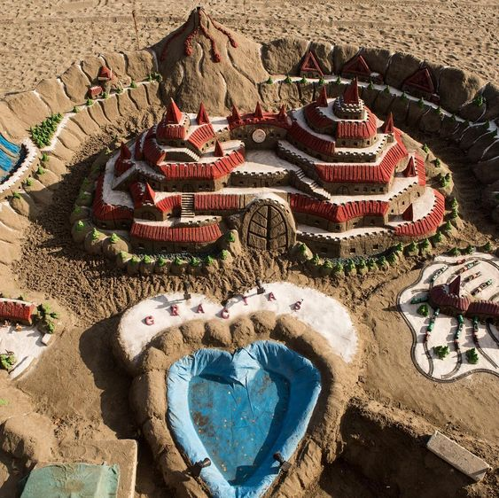 Sandcastle competition - unconventional date ideas for Valentine's Day - Todaywedate.com