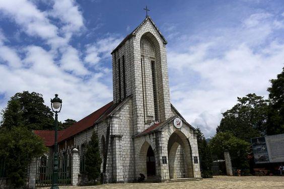 Sapa rock church - a symbol of Sapa, Vietnam. Vietnam Travel Guide | Vietnam Travel Photography | Vietnam Travel Tips | Northern Vietnam | Sa Pa | Travel Guide | Paranamic view | Beautiful #Journeyonair #Vietnam #travel #traveltips