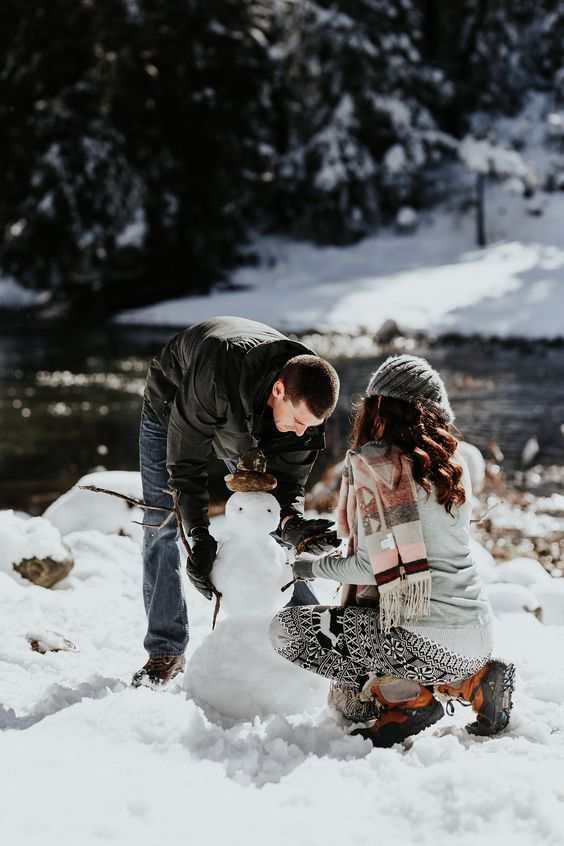 Building a snowman - 17 non-cheesy winter date ideas- Todaywedate.com