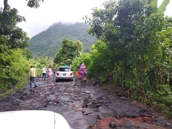 Les routes d'Azali, de la merde qui s'enlève dès la première pluie