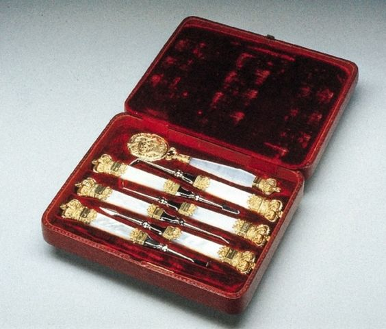 Queen Victoria's oral hygiene kit.
