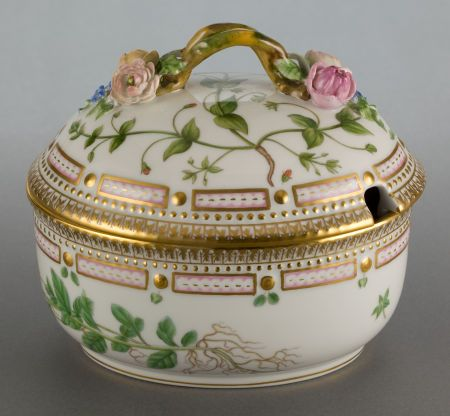 A ROYAL COPENHAGEN FLORA DANICA COVERED SAUCE TUREEN. 5-3/8 inches high (13.7 cm). The covered sauce tureen with cut-out to lid inscribed to the bottom Lysimachia nummularia L.