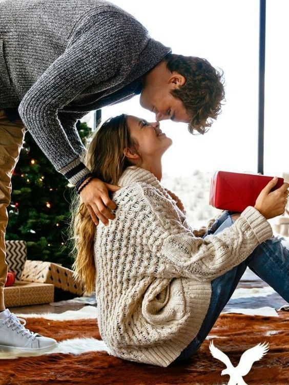 31 Very Merry Christmas Photo Ideas for Couples - TodayWeDate.com  ~~~~~~~  christmas photo ideas for couples/christmas photo ideas with dogs/outdoor christmas photo/instagram christmas photo ideas/funny christmas photo ideas/christmas photo with pets/at home christmas photo/christmas pictures/christmas ideas/christmas outfits for couples/christmas tradition/christmas aesthetic/christmas photography